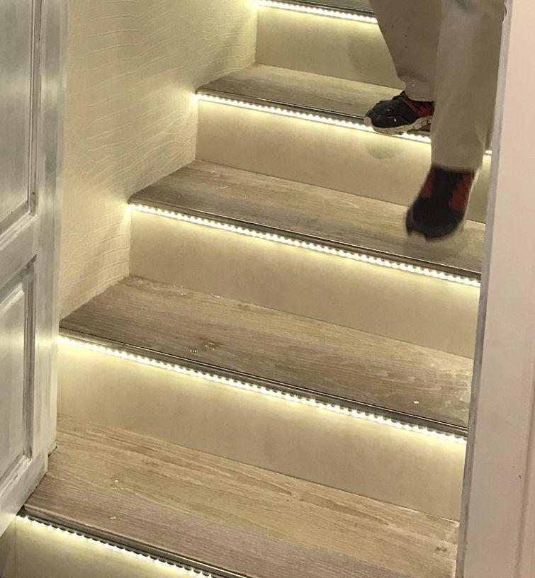 beleuchtete stufen led treppenbeleuchtung treppen. Black Bedroom Furniture Sets. Home Design Ideas