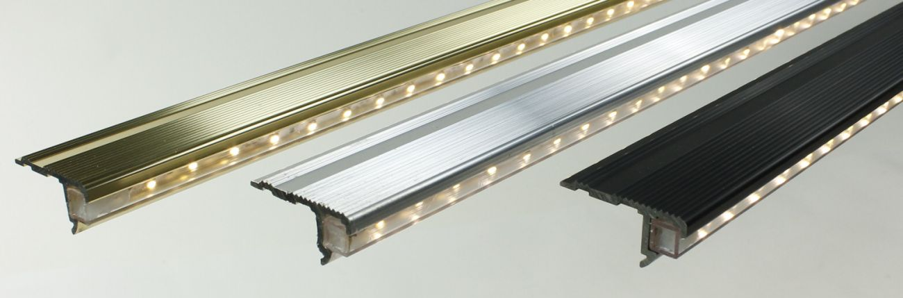 Beleuchtete Stufen, LED Treppenbeleuchtung, Treppen beleuchtet ...