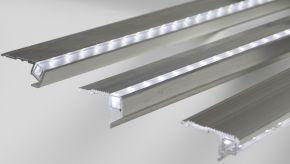 beleuchtete stufen led treppenbeleuchtung treppen beleuchtet stufen licht led gel nder. Black Bedroom Furniture Sets. Home Design Ideas